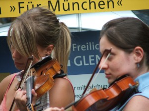 munich_musician_girl_434495_o